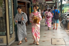 Japan-Kyoto-Japanese-in-Yukata-on-streets-on-east-side-of-Kamogawa-River
